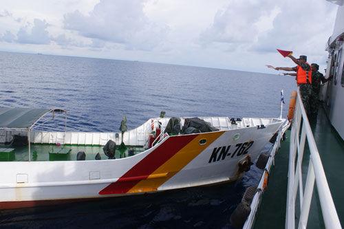 越南船只冲撞中国海警船