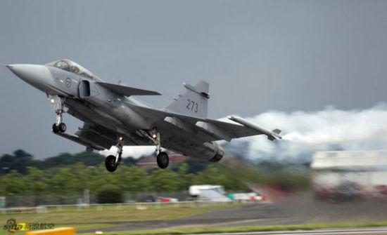 飞机的机身较小,无论从气动力还是从结构来讲