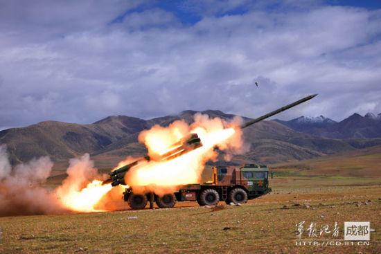 中国新型远程火箭炮实弹射击 杨彪志 摄