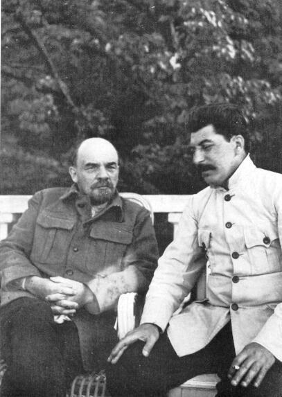 资料图:列宁和斯大林,摄于1922年。