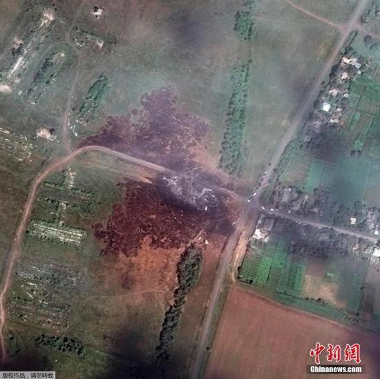 资料图:数字地球提供的资料卫星图显示,马航MH17航班在乌克兰坠毁地点景象。