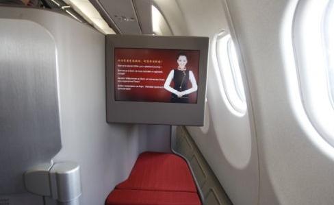 香港航空千元商务舱体验:享平躺座椅品港味美食