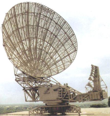 中国1998年开始装备的JY-14雷达,这是我国目前主力空管雷达,在去年B-52越界事件中成功在近600公里距离上跟踪了目标