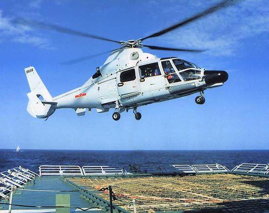 资料图:直-9C舰载型反潜直升机