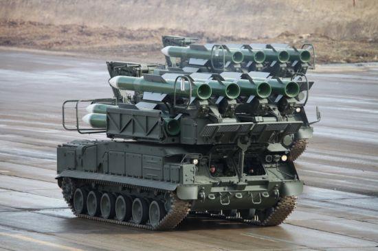 资料图:SA-11防空导弹,车前面的就是照射雷达