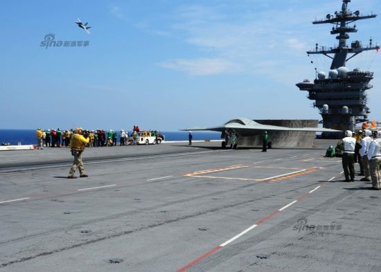 资料图:美军X47B无人机再试飞,首次与有人战机组编队
