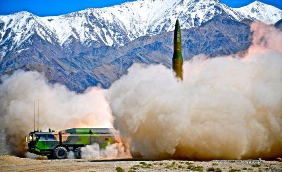 资料图:二炮部队疑似新型东风16战术导弹高清照曝光