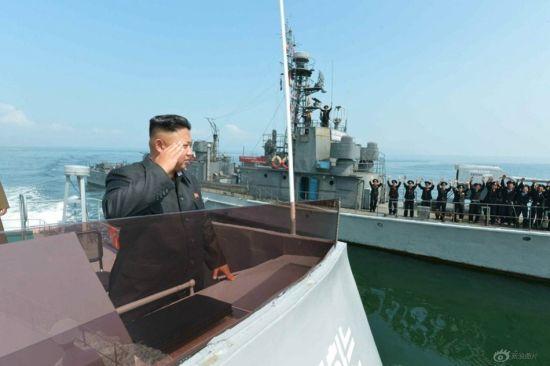 资料图:2014年7月5日消息(具体拍摄时间不详),根据朝鲜《劳动新闻》报道,朝鲜最高领导人金正恩日前指导朝鲜海陆空三军进行了联合登岛演习。
