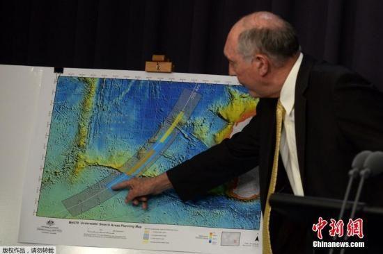 当地时间2014年6月26日,澳大利亚联合调查中心公布MH370新搜寻区,橙色区域是优先级最高的搜寻区,蓝色区次之