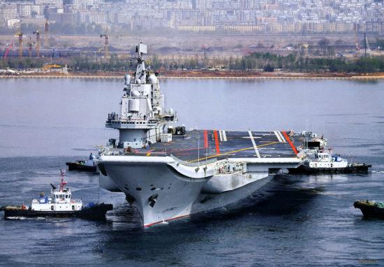 """自1988年下水至今,瓦良格号已经历整整22年的风风雨雨,其曲折的经历也成为中国数十年寻求航母的真实写照。1970年,号称""""红色马汉""""的苏联海军总司令戈尔什科夫主持进行了空前的""""海洋-70""""全球大演习,飘扬着红旗的苏联军舰在四大洋上全线出击,令美国和北约惊呼""""北极熊学"""