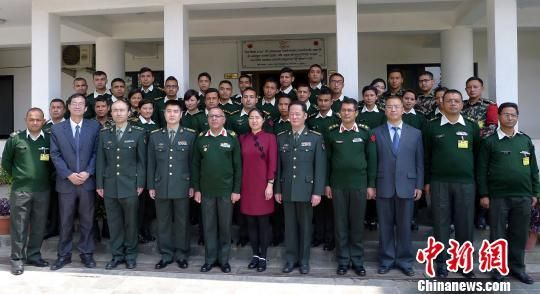 """图为""""第二届尼泊尔戎行总部低级汉语班""""开班仪式合影。"""