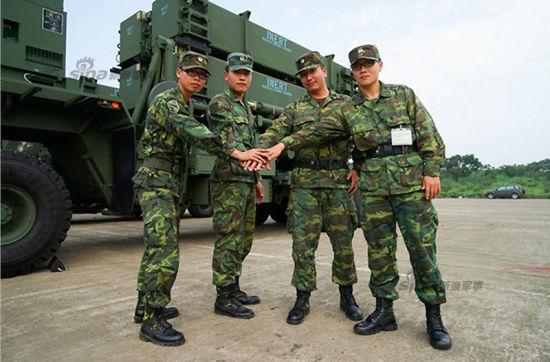 近日,台湾媒体首次曝光了最新到货的爱国者3(PAC-3)最新防空反导系统照片。该武器原计划在7月纪念抗战胜利70周年的战力展示中。图中导弹属于台军飞弹指挥部第633营。