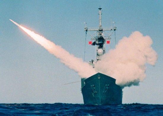 澳大利亚海军护卫舰发射反舰导弹
