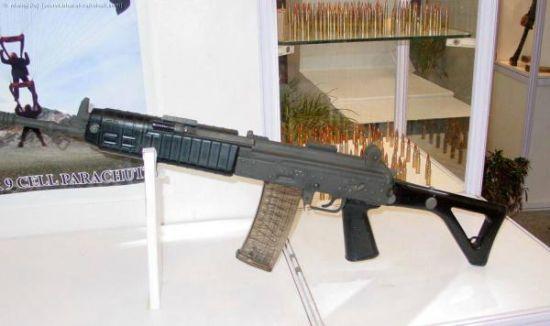 理论上,Ecalibur在2005年就展出了,不知为什么2015年的测验兵器被称为第一种原型枪……