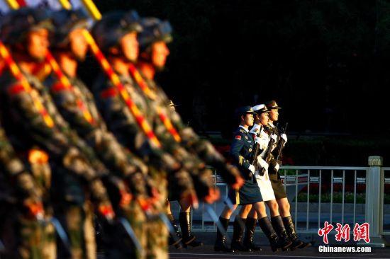 阅兵中的女兵