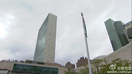 巴勒斯坦总统阿巴斯在联合国总部玫瑰园举行的升旗仪式现场表示,巴勒斯坦国旗是巴勒斯坦身份的象征,要将它高高升起.