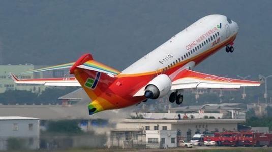 据美国航空周刊网站10月8日报道,中航工业研制的新舟700(MA700)支线飞机面临着获取西方国家适航认证的关键问题。惯于戴着有色眼镜看待中国航空工业的美媒认为,无论是中航工业的新舟700还是中国商飞的ARJ21,其实都面临着类似的困难,中国制造支线飞机走向国外的路途并不平坦。   据报道,新舟700支线飞机已经进入了详细设计阶段,制造商希望能在今年完成设计工作。尽管如此,新舟700想要获取EASA(欧洲航空安全局)或是FAA(美国联邦航空管理局)的认证并不是那么简单的事。   文章援引新舟700项