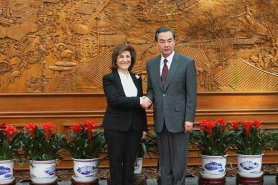 王毅会见了来访的叙利亚总统特使夏班