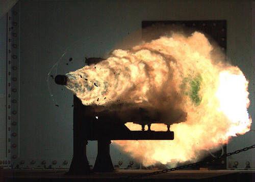 材料图:美国水师电磁炮实验现场