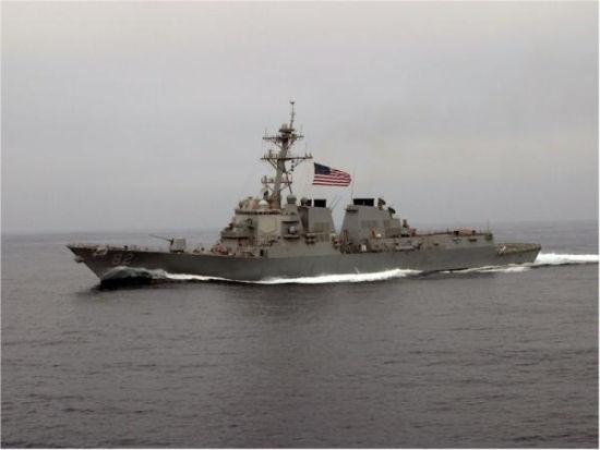 拉森号导弹驱逐舰巡航南海