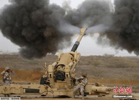 资料图:沙特军队动用重型榴弹炮攻击也门边境
