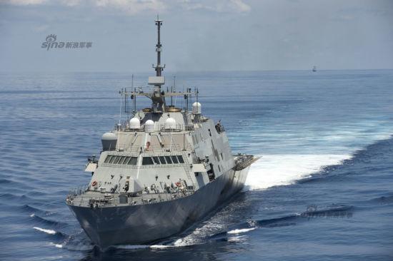 5月11日,美军声称近海战斗舰LCS-3沃思堡号近海战舰在南沙群岛国际水域巡逻,中国海军054A级546盐城舰在其身后监视。
