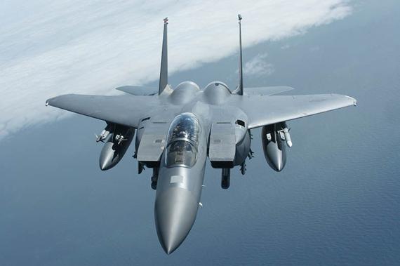 图文:美国空军f 15e攻击鹰战机巡航