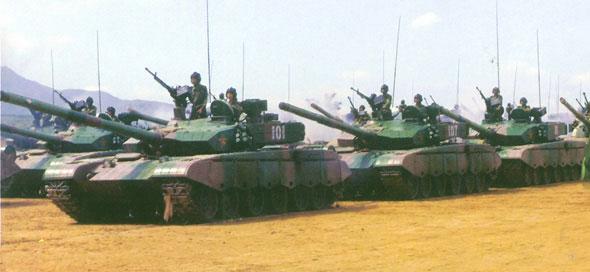 图文:解放军最新型99式主战坦克编队受阅