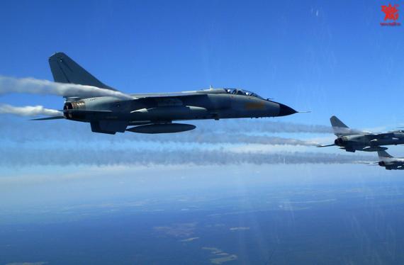 图文:中国空军飞豹战机远赴俄罗斯
