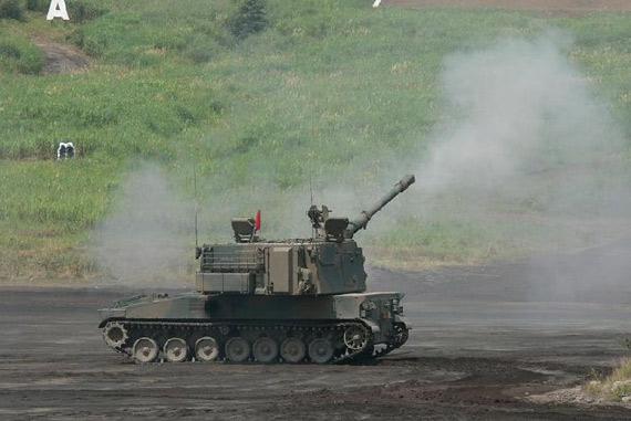 图文:陆上自卫队99式155毫米自行榴弹炮开火