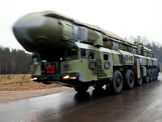 俄罗斯成功试射一枚白杨洲际弹道导弹(组图)