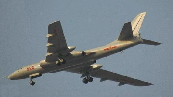 图文:网络上流传的6挂架轰六K战略轰炸机