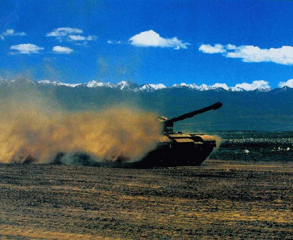 简氏揭秘中国99A2坦克:加装新型主动防护系统