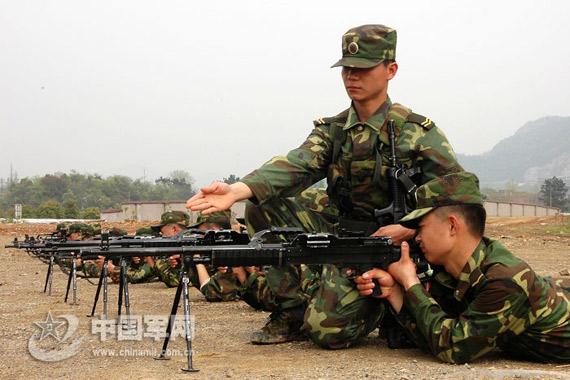组图:南京军区硬六连着眼战场环境苦练硬功