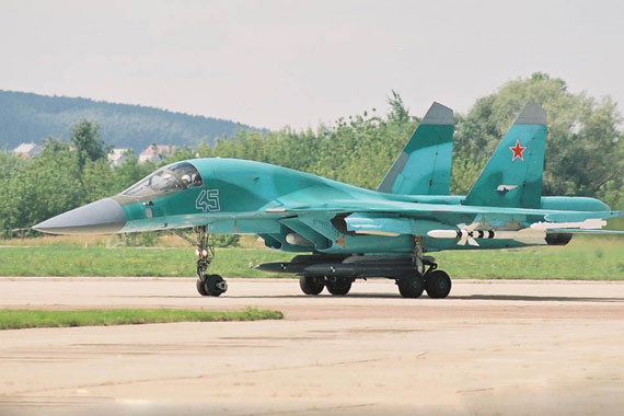 图文:苏-34战斗轰炸机典型并列双座驾驶舱
