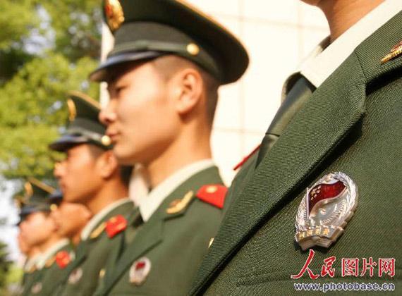 月1日起,各地武警士兵换装07新闻合辑图片