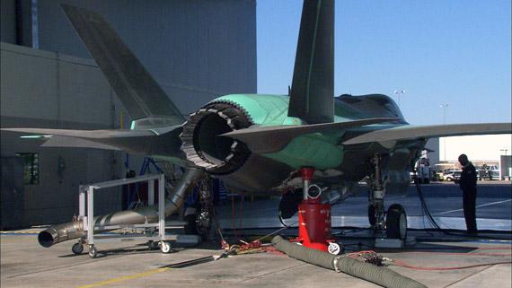 图文:首架F-35BSTOVL战机正在进行发动机测试
