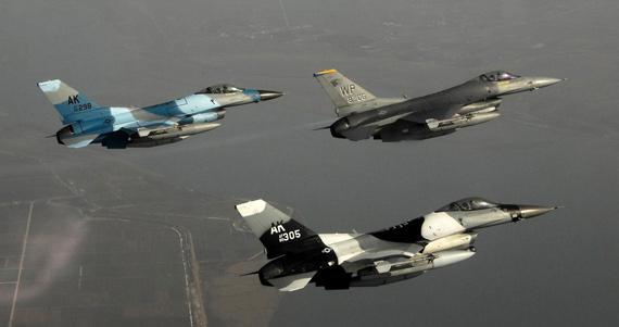 图文:美国空军F-16Block-40战机群已经进驻韩国