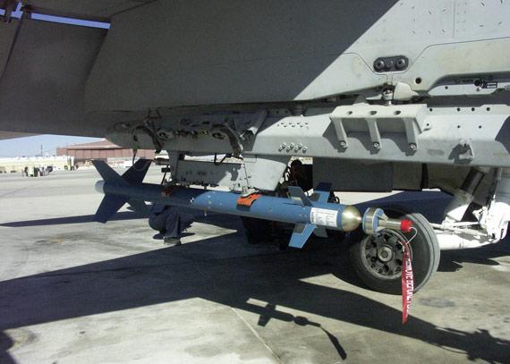 美国成功测试超小型外科手术刀制导航弹(组图)
