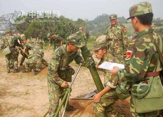 组图:南京军区部队加农炮迫击炮实弹射击