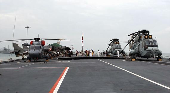 图文:印度现役维拉特号航母上的舰载机