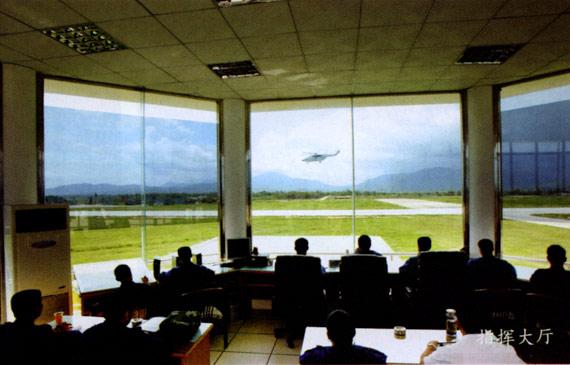 图文:南海航空团飞行指挥室