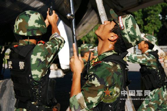 组图:厦门武警锤炼特殊环境恶劣气候条件战力