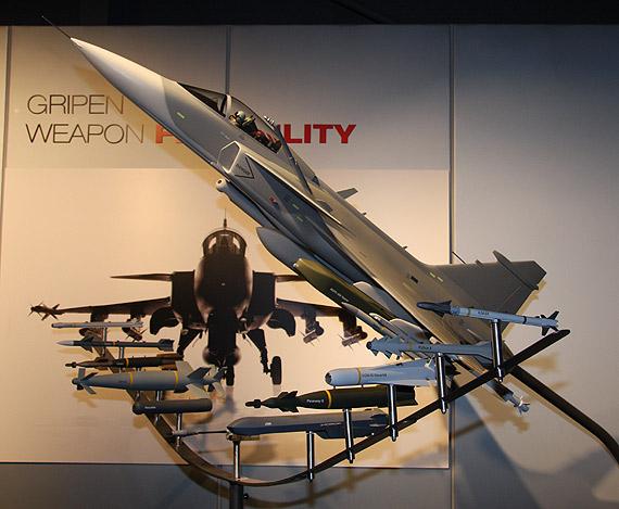 航展现场看鹰狮:评改型JAS39启示歼10改进项目