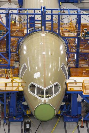 图文:波音787已经实现机舱整体成型