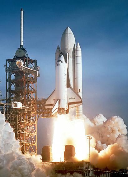 图文:美国哥伦比亚号航天飞机发射