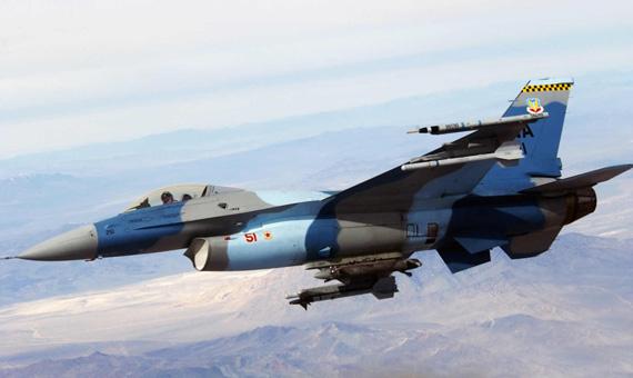担任假想敌的F-16N型战机