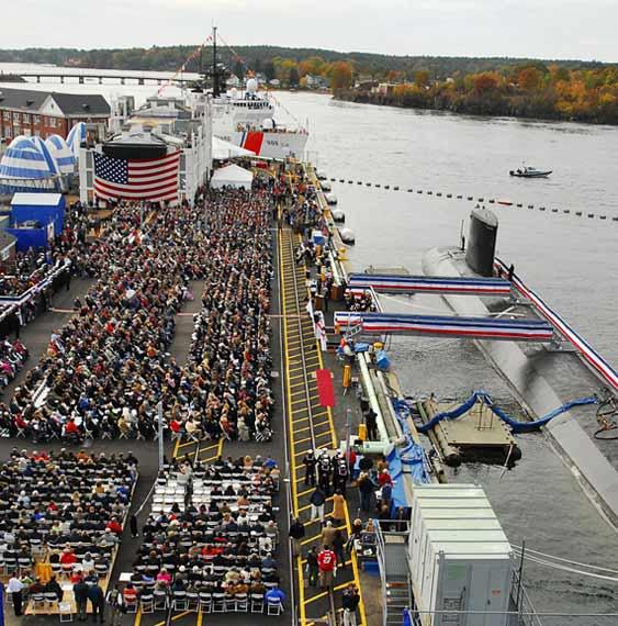 """美国海军最新的核攻击潜艇""""新罕布什尔""""号(SSN-778),于美国东部时间10月25日早上10点,在朴次茅斯海军造船厂举行服役仪式。"""