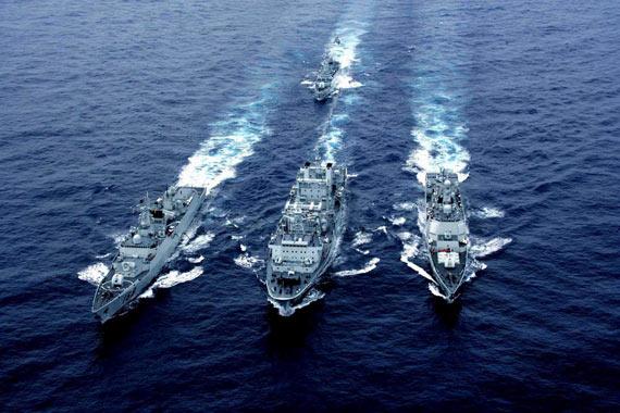 中国海军南海舰队主力战舰海上补给演练