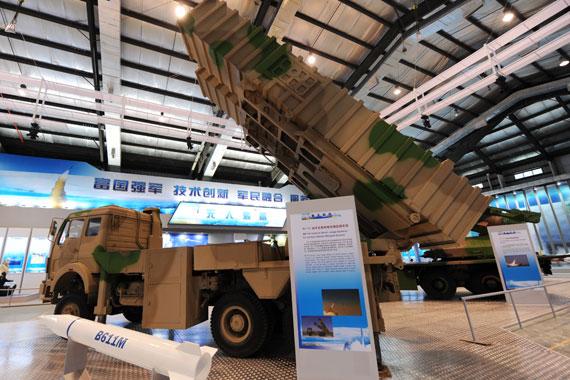 BM611近程战术地地导弹武器系统摄影:陈诚新浪网独家图片未经许可,不得转载